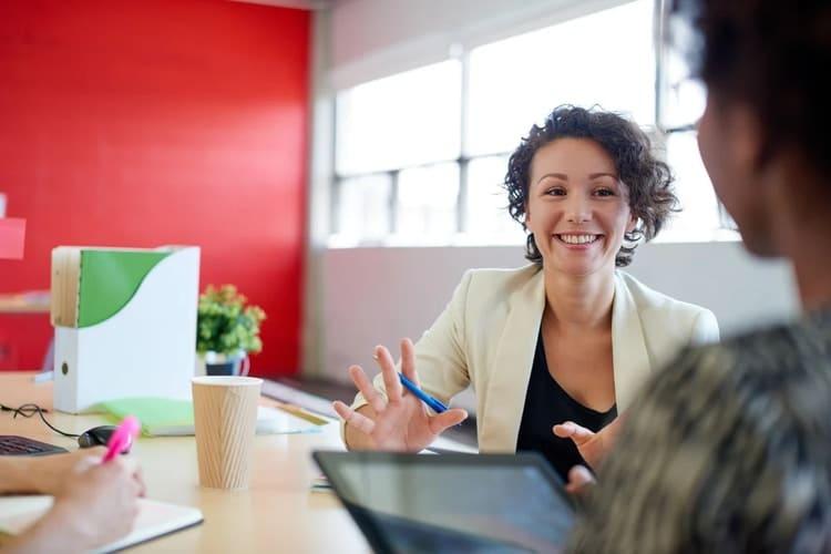 Bevor Sie mit dem Persona Fragebogen Interviews führen, sollten Sie diese 2 Fragen beantworten
